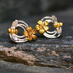Swirl ''Bee'' Stud Earrings