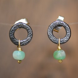 Circle studs oxidised chrysprase