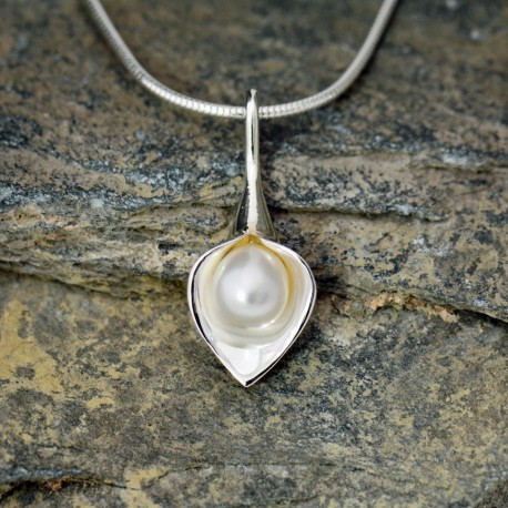 Lily & White Pearl Medium Drop Short Pendant