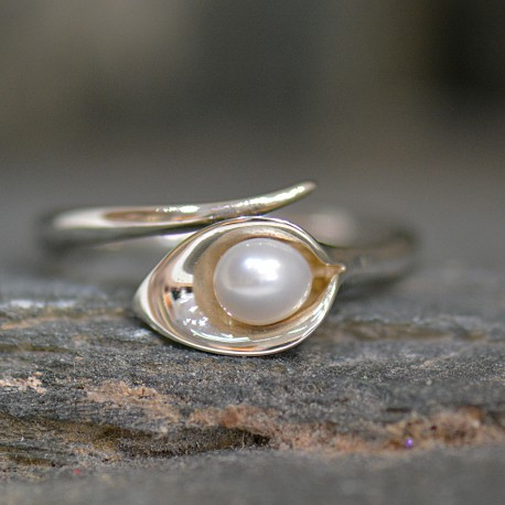 Lily & White Pearl Small Ring